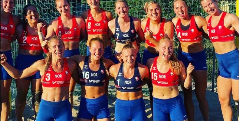 Норвежских пляжных гандболисток оштрафовали за отказ играть в бикини